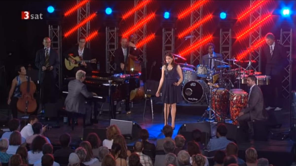 Pink Martini performs Ninna nanna