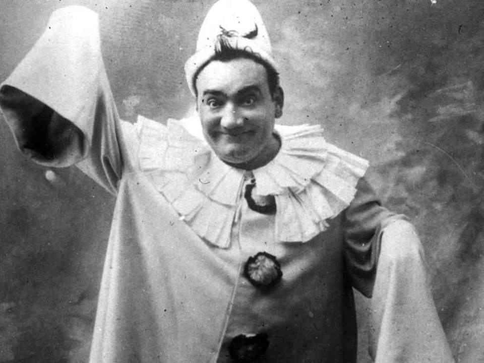 Enrico Caruso, in the lead role in Leoncavallo's opera Pagliacci (Clowns). (1910)