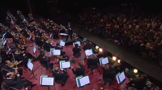 Berlin Philharmonic Orchestra plays Hora Staccato