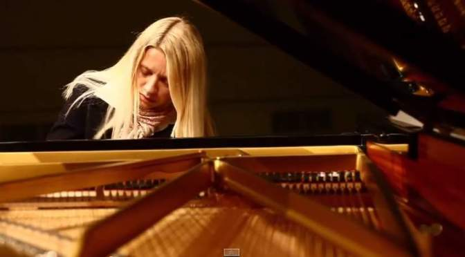 Valentina Lisitsa plays Beethoven's Moonlight Sonata Op. 27 No. 2 Mov. 1,2,3