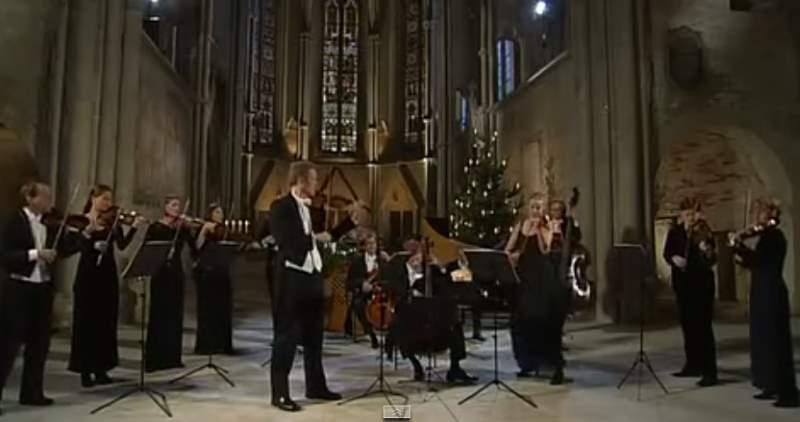 Freiburger Barockorchester play Corelli's Christmas Concerto