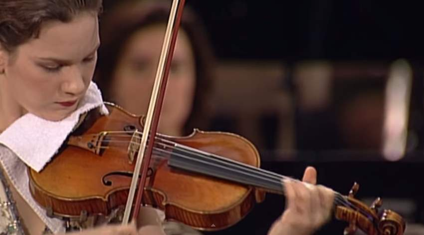 Hilary Hahn plays Mozart's Violin Concerto No. 3
