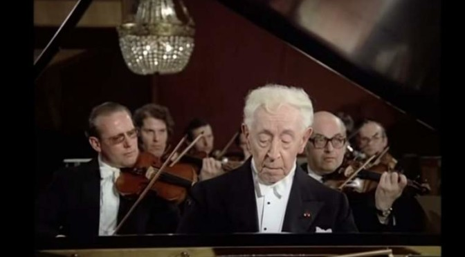 Arthur Rubinstein plays Grieg's Piano Concerto