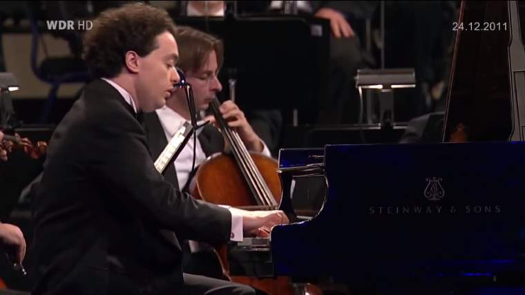 Evgeny Kissin plays Frédéric Chopin's Piano Concerto No. 1
