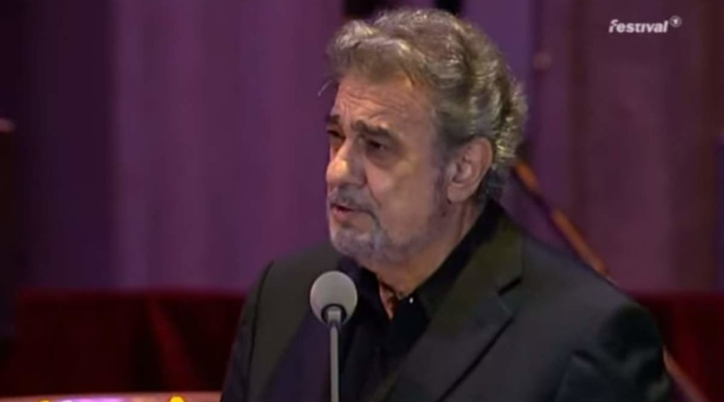 Spanish tenor Plácido Domingo sings Bésame Mucho (English: Kiss me a lot), a song written in 1940 by Mexican songwriter Consuelo Velázquez (August 21, 1916 – January 22, 2005). Recorded at the Open air Gala - Bowling Green, Wiesbaden in 2007.
