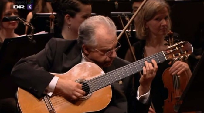 Romero plays Rodrigo's guitar concerto