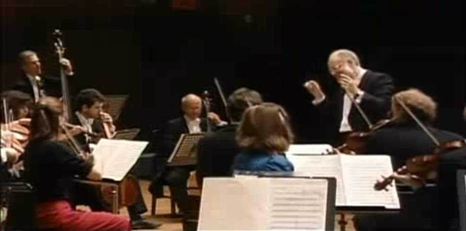Vienna Philharmonic plays Mozart's Symphony No. 5