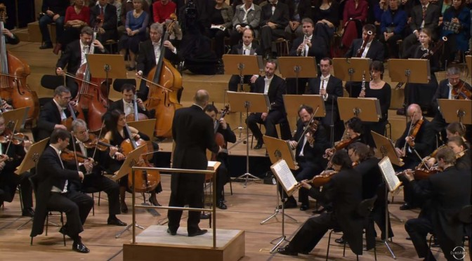 Staatskapelle Berlin plays Mozart's Symphony No. 40