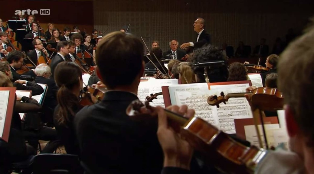 Lucerne Festival Orchestra performs the overture of Lohengrin