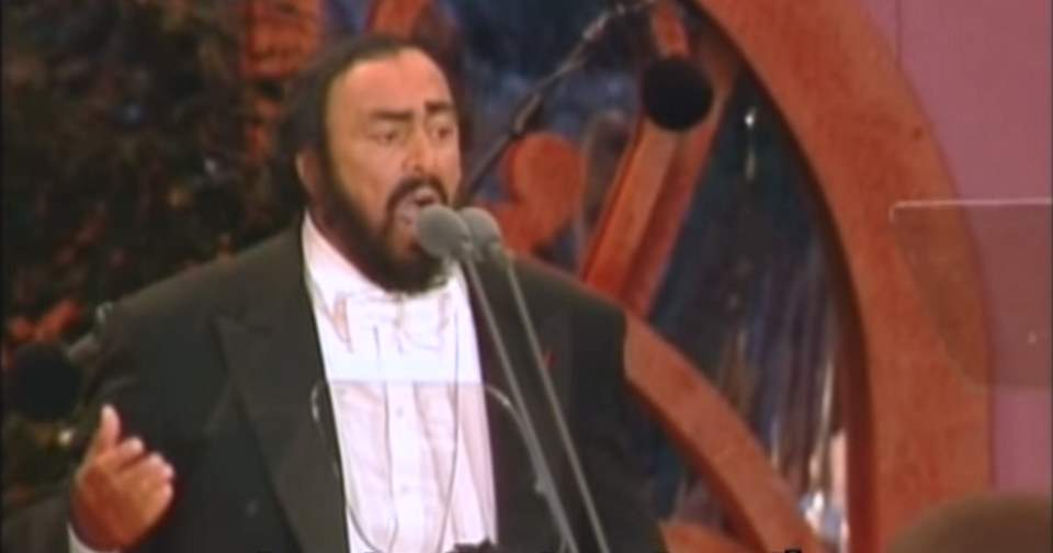 Pavarotti sings Granada (Paris, 1998)