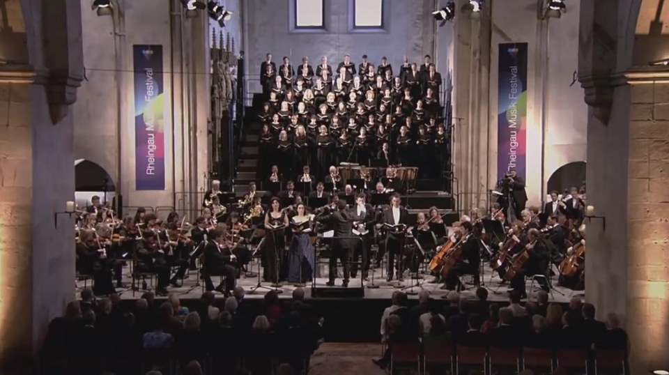 hr-Sinfonieorchester and MDR Rundfunkchor performs Gioachino Rossini's Stabat Mater