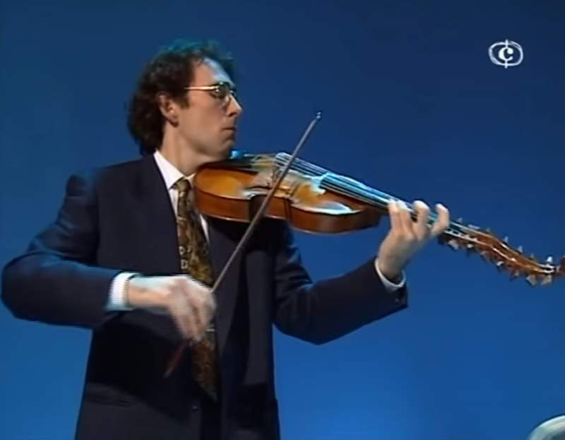 Enrico Onofri playing viola d'amore