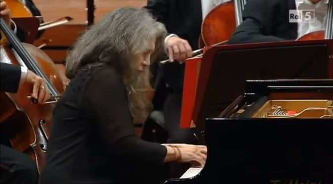 Schumann – Piano Concerto in A minor (Martha Argerich)