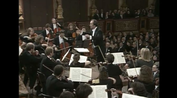Mozart – Symphony Nos 39 – 40 – 41 (Chamber Orchestra of Europe, Harnoncourt)