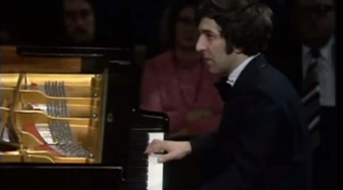 Vladimir Ashkenazy performs Beethoven - Piano Concerto No. 5