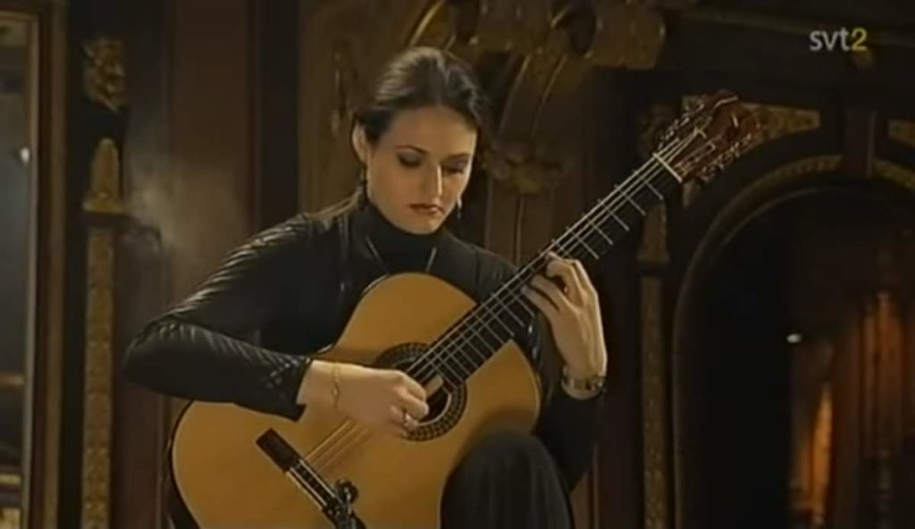Anabel Montesinos plays Asturias by Albéniz