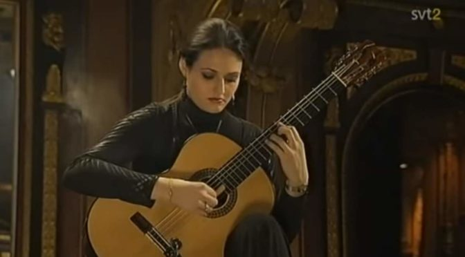 Anabel Montesinos plays Albéniz's Asturias (Leyenda)