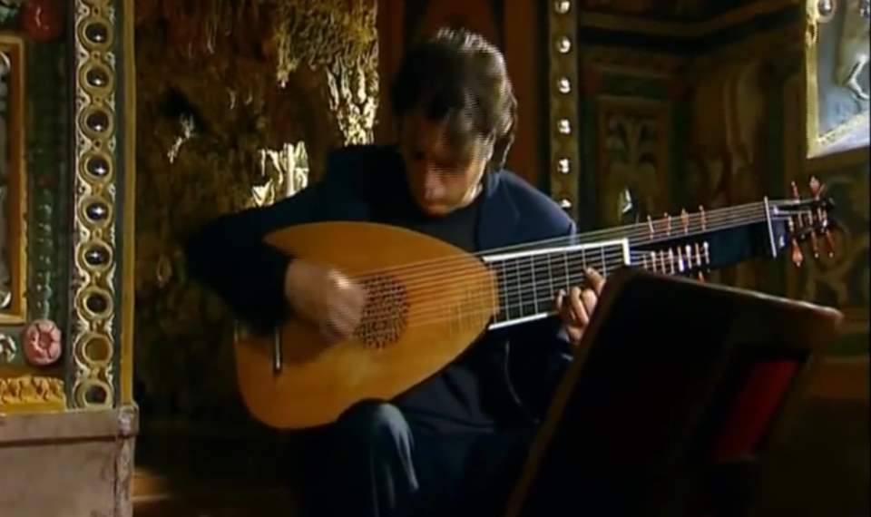 Luca Pianca plays Liuto attiorbato