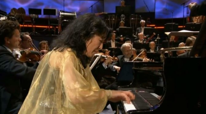 Mitsuko Uchida performs Beethoven - Piano Concerto No. 4 (BBC Proms 2013)