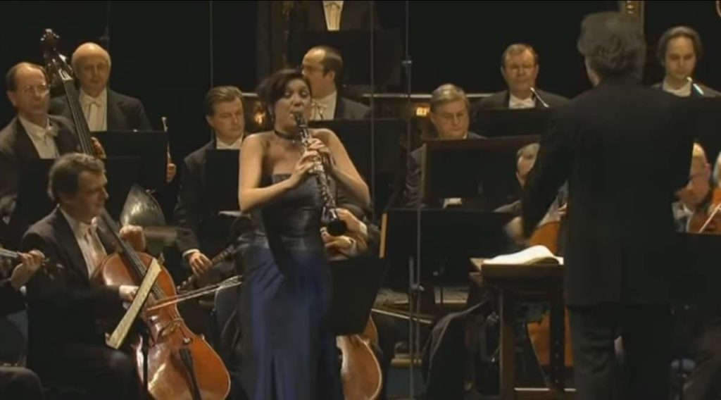 Sharon Kam performs Mozart's Clarinet Concerto