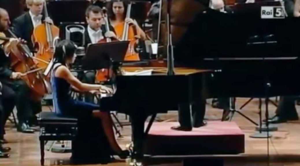 uja Wang performs Béla Bartók's Piano Concerto No. 2