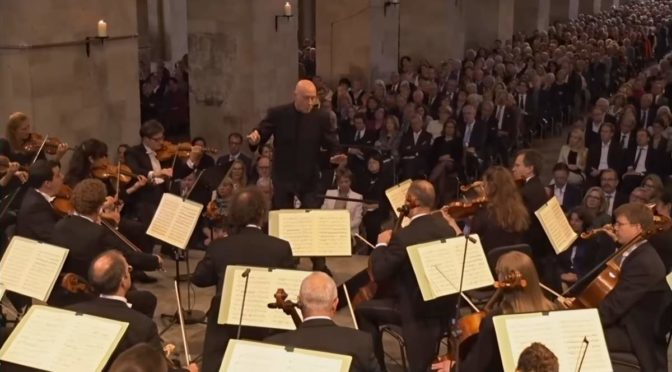 hr-Sinfonieorchester performs Schubert's Unfinished Symphony