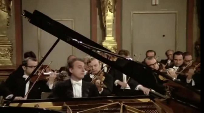 Pollini plays Mozart - Piano Concerto No. 23