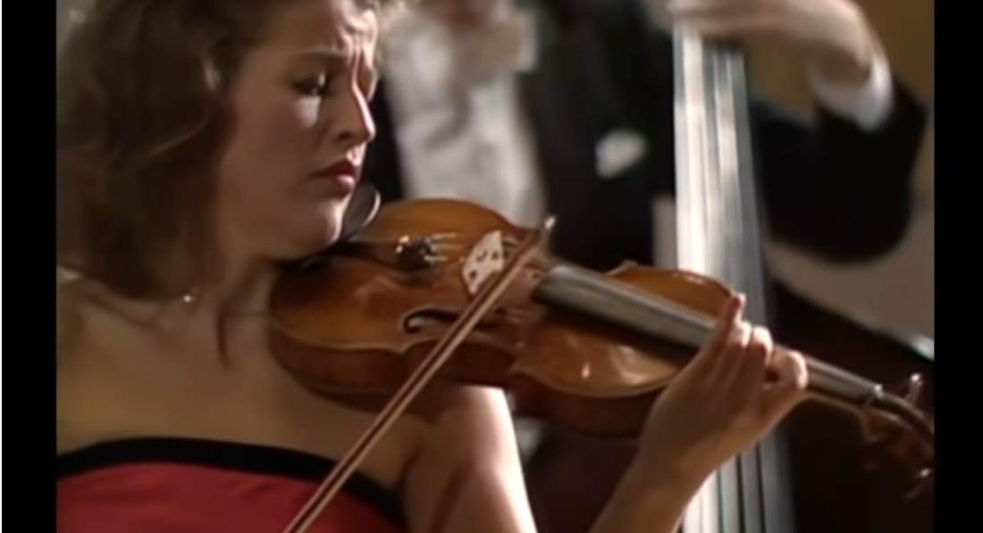 Anne-Sophie Mutter performs Vivaldi-Four Seasons