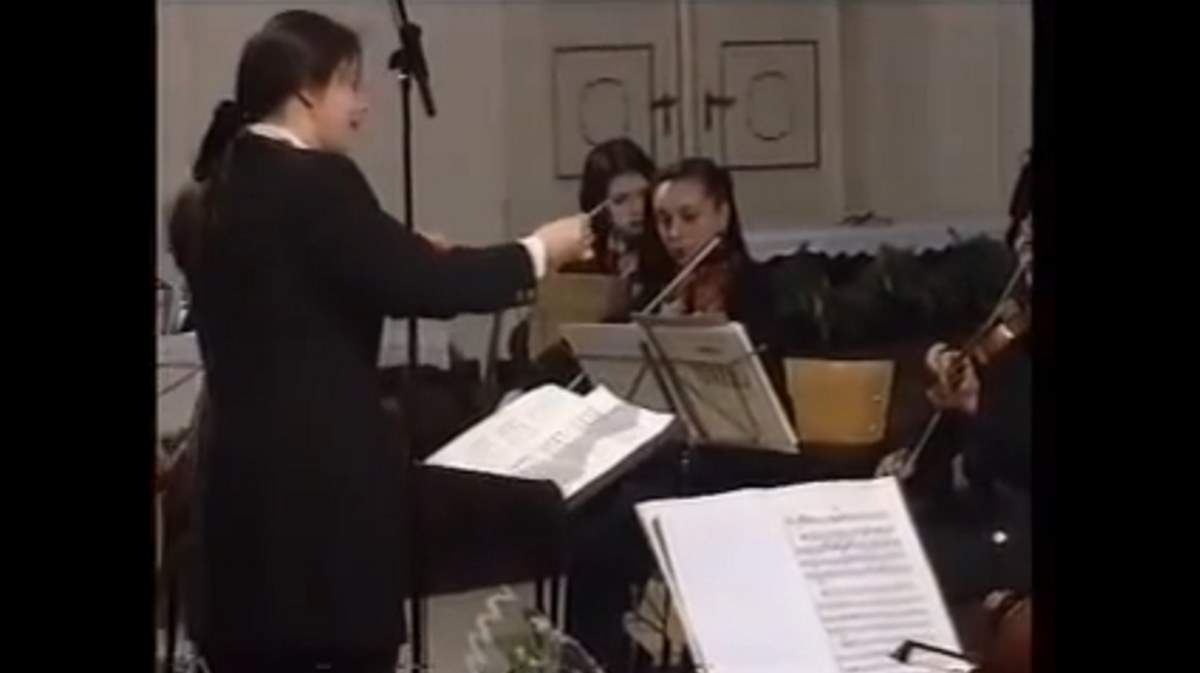 Vienna Philharmonic Women's Orchestra performs Bach's Air