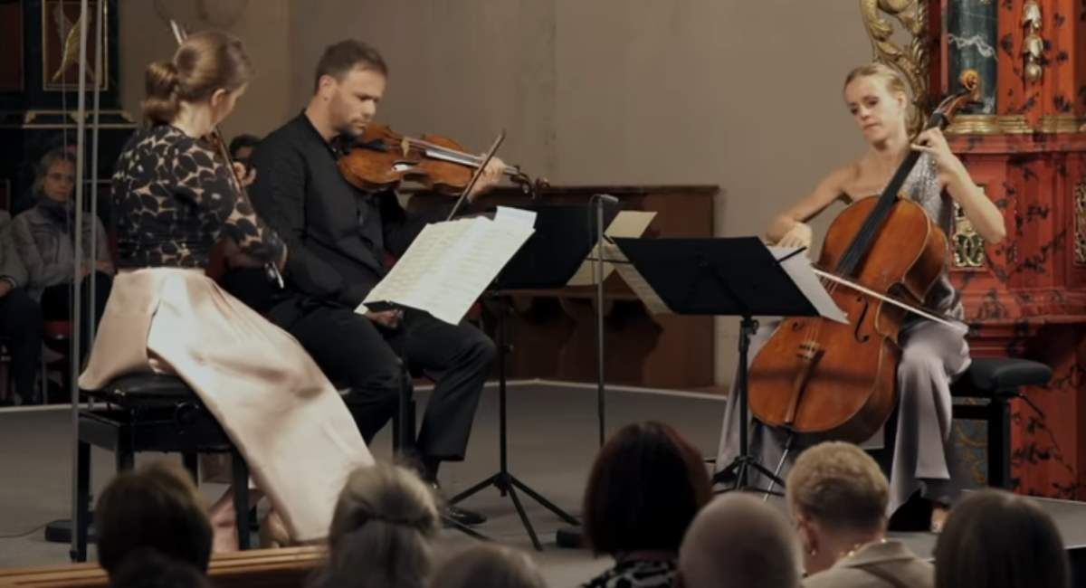 Eberle, Grosz and Gabetta perform Mozart's Divertimento