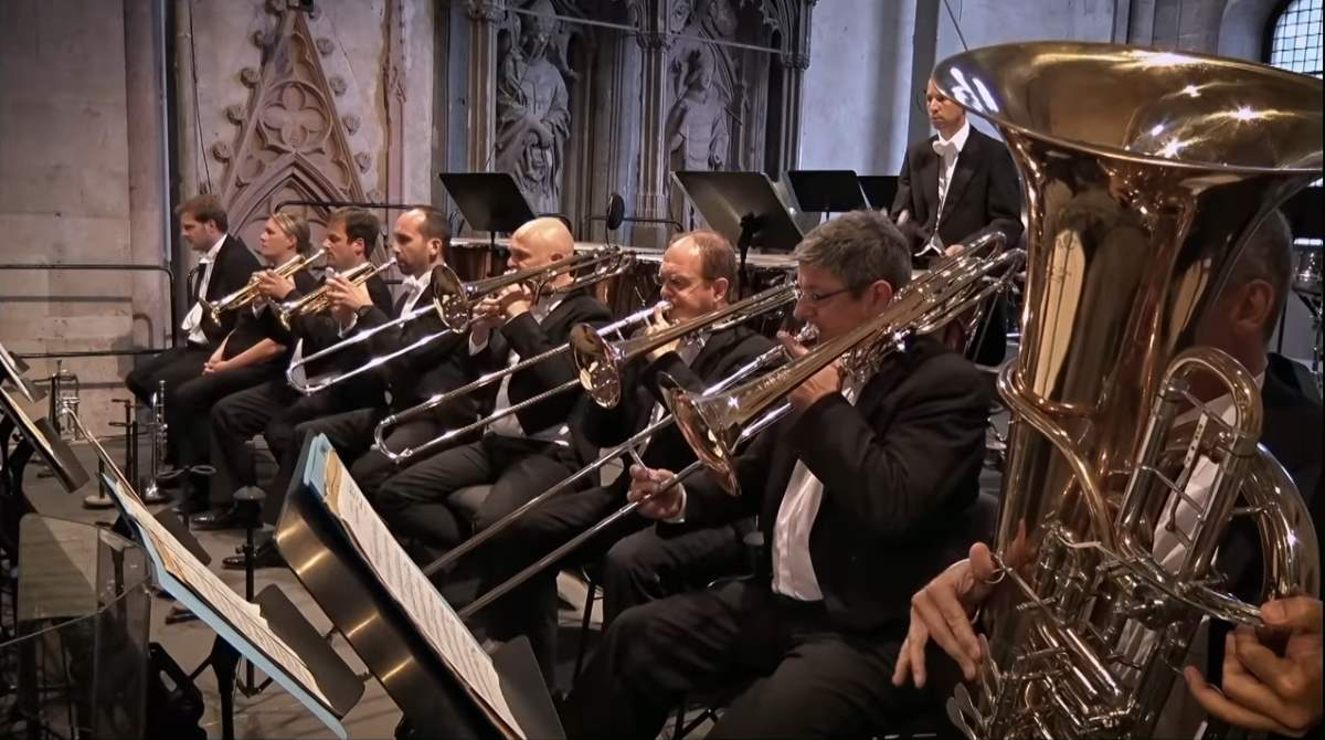 "hr-Sinfonieorchester performs ""The Flying Dutchman"" Overture (Wagner)"