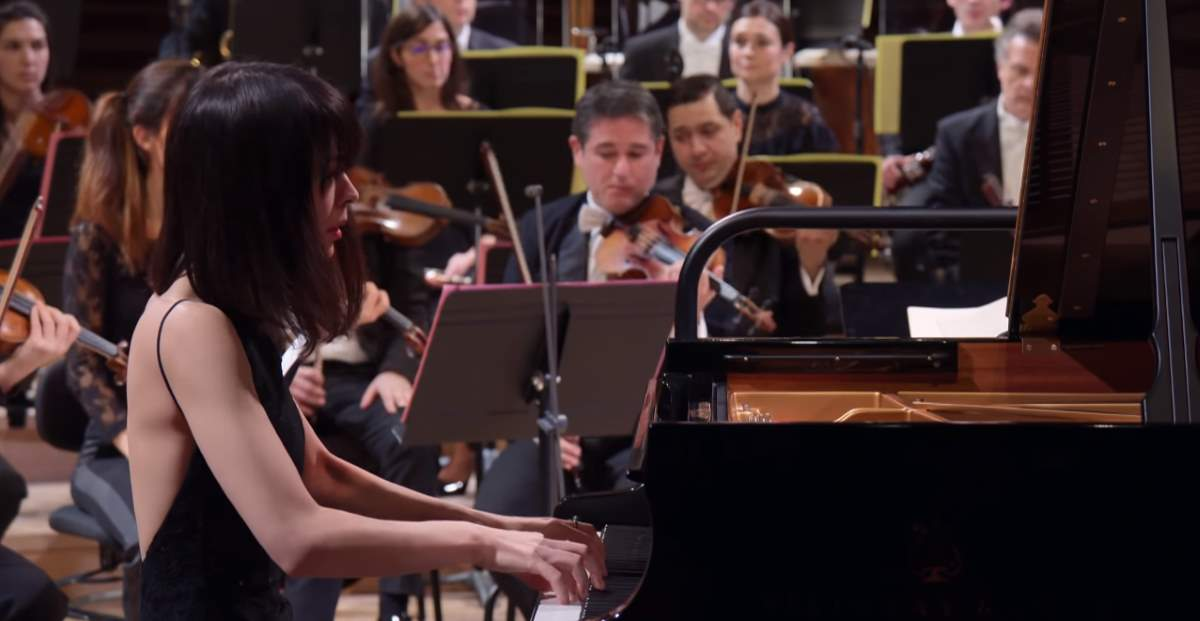 Alice Sara Ott performs Beethoven - Piano Concerto No. 3