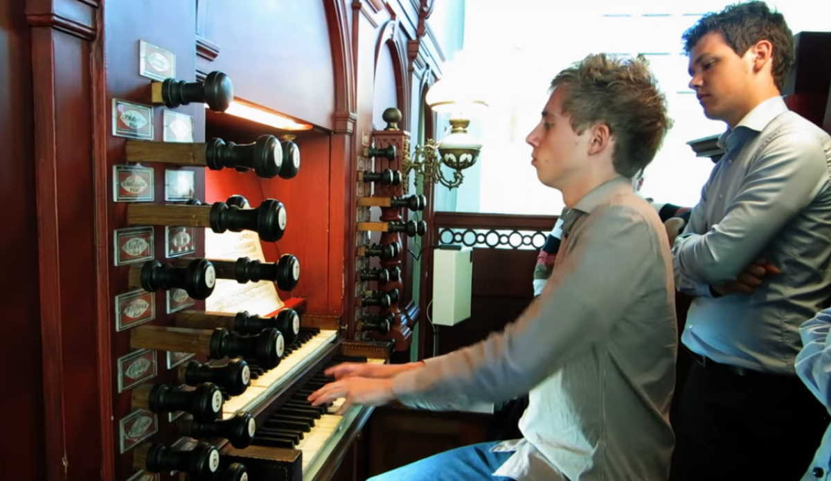 Gert van Hoef performs Bach's Toccata and Fugue